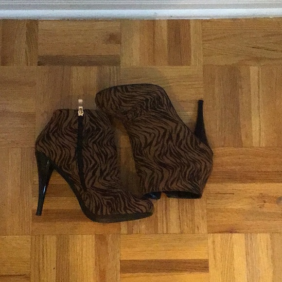 Cute pair of high heels with tiger prints